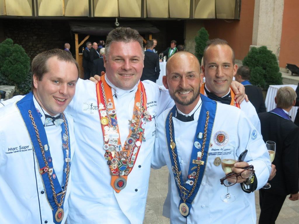 Vår svenska domare Stefano Catenacci (2:a från höger) med glada kollegor.